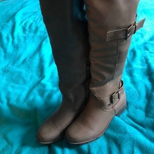 Brown fur-lined boots